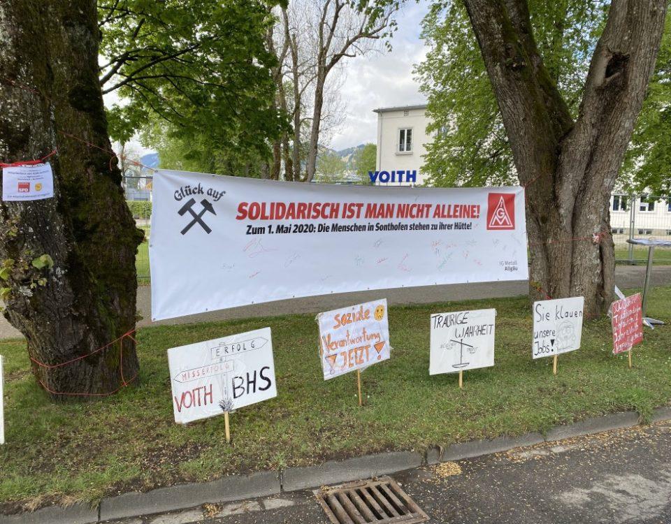 Banner vor dem Voithwerk Sonthofen, welches man zur Solidaritätsbekundung unterschreiben kann.